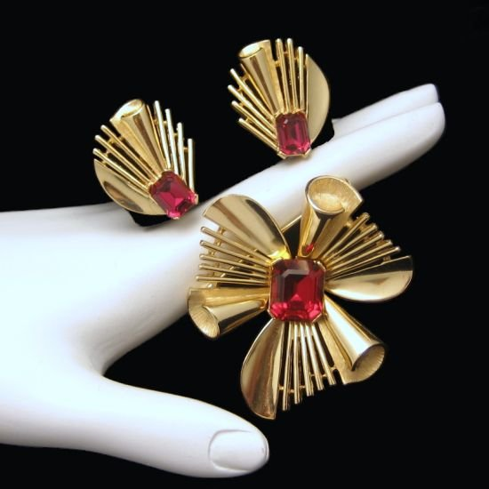 CROWN TRIFARI Vintage Brooch Pin Earrings Mid Century Red Glass Set Step Cut Rhinestones