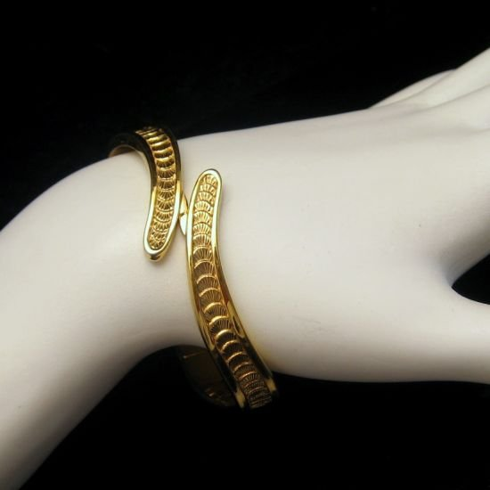 MONET Vintage Goldtone Bangle Bracelet SEA SHELL Bypass Hinged SMALL