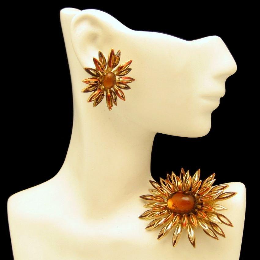 CROWN TRIFARI Mid Century Amber Glass Vintage Brooch Pin Earrings Set Enamel NOS Tags