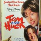 TOM AND HUCK VHS STARRING JONATHAN TAYLOR THOMAS BRAD RENFRO COMEDY CHILDRENS FILM (B48)