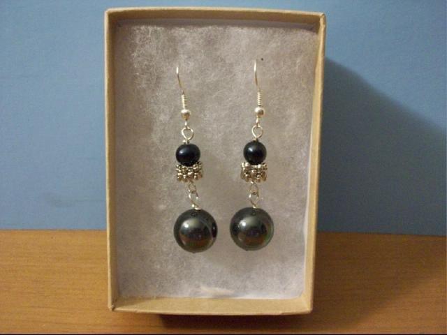 Black Pearl Sea Shell Bead Pierced Earring