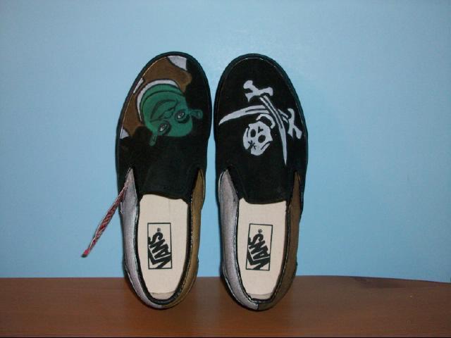 "Men or Women's Vans ""Off the Wall"" Shrek Tennis Shoes - Size 6"