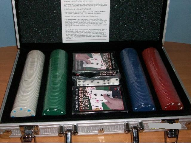Poker Set in Silver Aluminum Case
