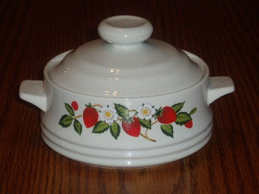 Sheffield Strawberries & Cream Stoneware Casserole Dish