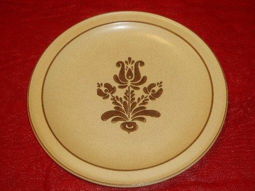 Vintage Pfaltzgraff Village Pattern Dinner Plate