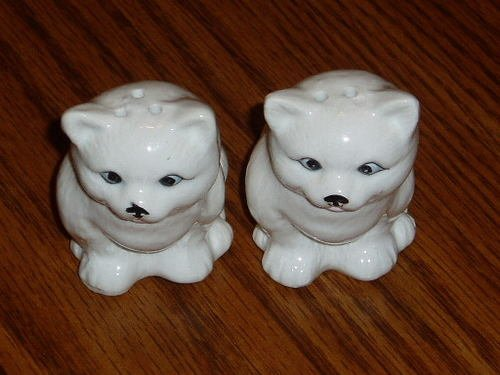 Ceramic Figural White Sitting Cat Salt & Pepper Shakers