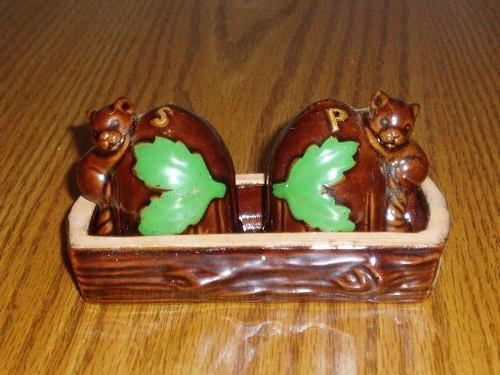 Squirrel and Acorn Salt/Pepper Shaker Set W/Tray