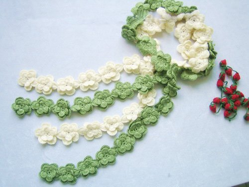 Hand-crochetted white and green peachblossom flowers scarf