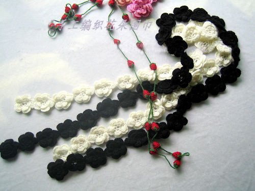 Hand-crochetted white and black peachblossom flowers scarf