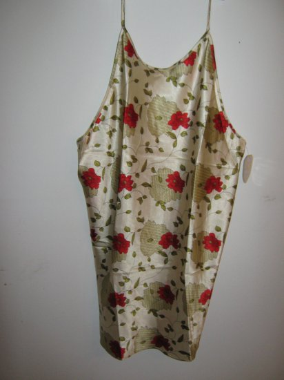 Womans Just Love night gown  w/flowers and leaf print (4X)