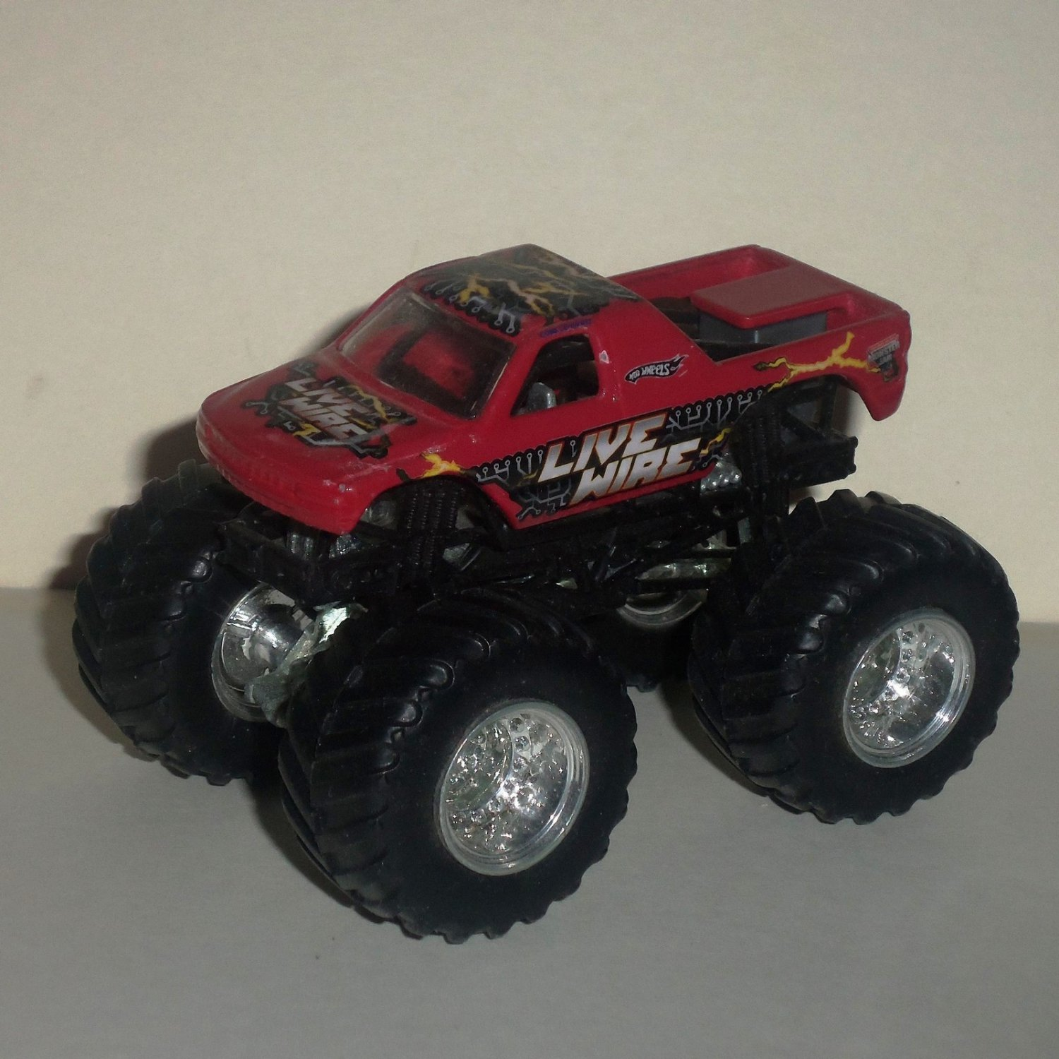 hot wheels monster jam live wire 1 64 diecast truck loose used. Black Bedroom Furniture Sets. Home Design Ideas