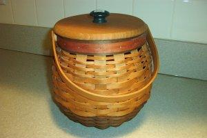 Henn Workshops 1996 Christmas kettle basket with cranberry & green splints