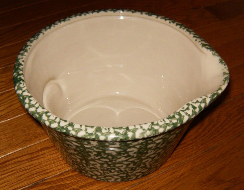 Henn Workshops green Sponged batter bowl with spout and handle