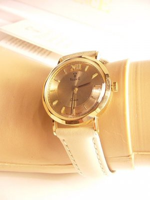 VICENCE 18K Gold Faceted Case Leather Strap Watch