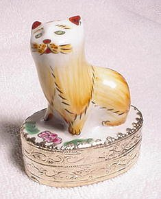 Chinese Porcelain Cat Trinket Box
