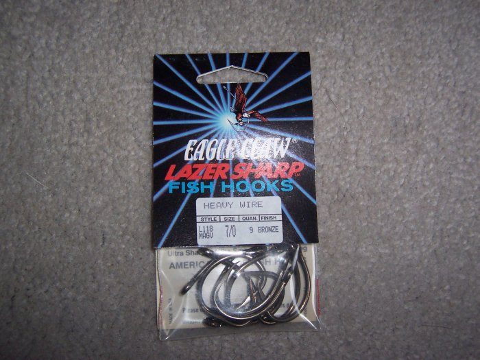 Lot of 180 Syle L118 Eagle Claw Hooks NEW in packages - size 7/0 - Bronze
