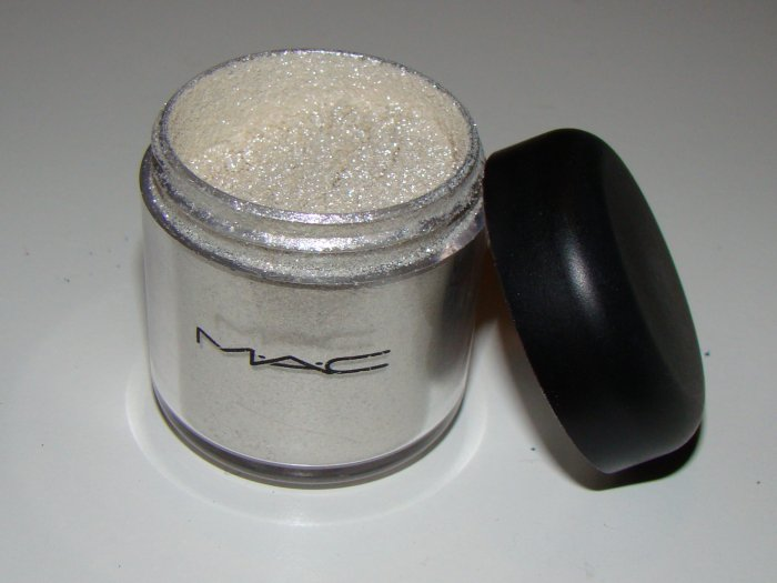 MAC pigment 1/4 tsp sample - Frost
