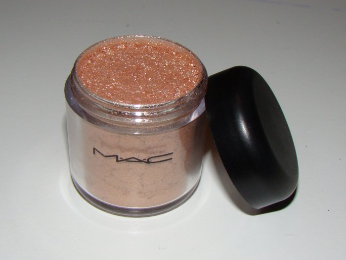 MAC pigment 1/4 tsp sample - Jardin Aires