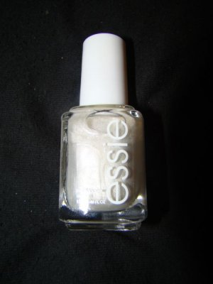 Essie nail lacquer Oui Madame
