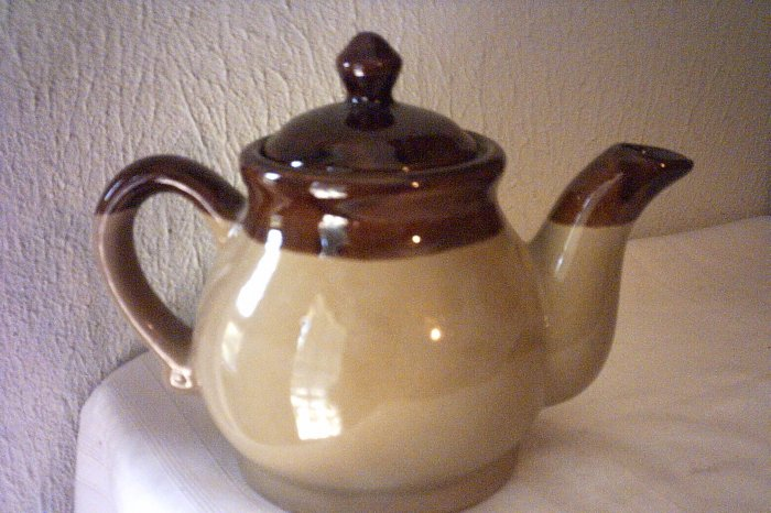 BROWN & BEIGE TEAPOT - GLAZED FINISH - GREAT ITEM