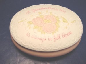 Treasures of the heart fine hand painted bisque porcelain jewelry trinket box Grandmothers Love