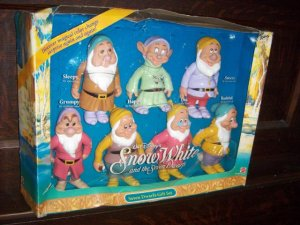 Mattel 7 Snow White Dwarfs Sleepy Happy Doc Bashful Dopey Grumpy Grumpy Gift Set New Mint in Box