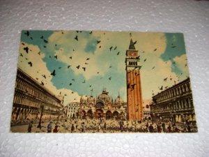 Vintage Venezia Plaza St Marco Flight pigeons Italian Postcard Italy International unused