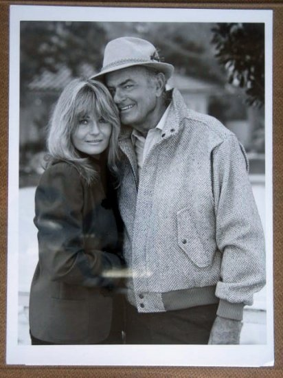 GG25 Leo & Liz HARVEY KORMAN/V PERRINE TV Press Still