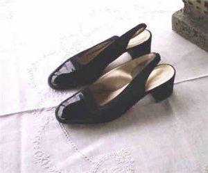 Adrienne Vittadini Black Textile Sandals 8.5