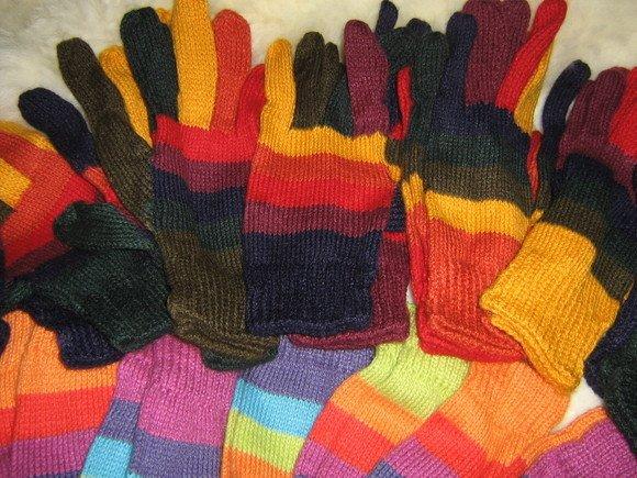 Lot of 25 pair Alpaca wool gloves, mittens in wholesale