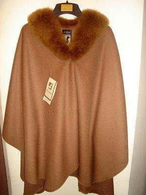 Poncho made of Alpaca wool and fur trimming