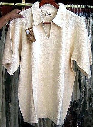 White shirt with V-neck made of ecological pima Cotton