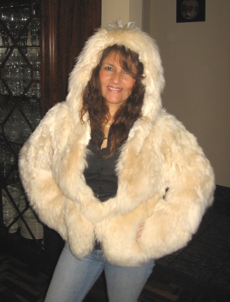 Beige hooded pelt jacket made of soft Surialpaca pelt