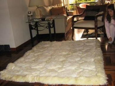 Natural white alpaca fur carpet with Octagon designs, 300 x 200 cm