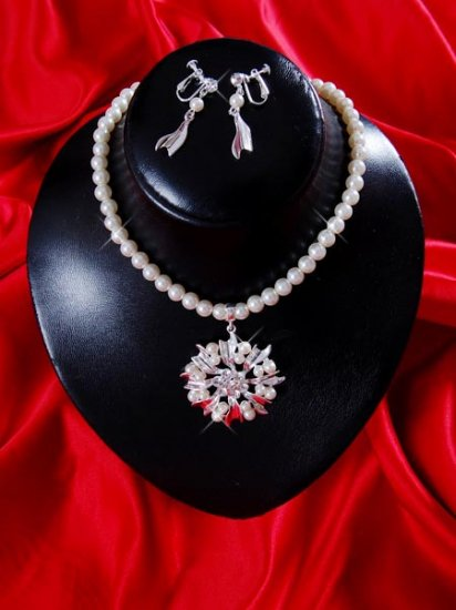 Necklace with matching earings X 064