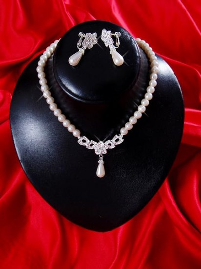 Necklace with matching earings X 063