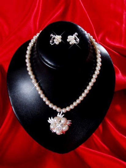 Necklace with matching earings X 055