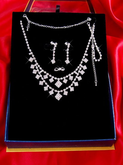 Necklace with matching earings X 035