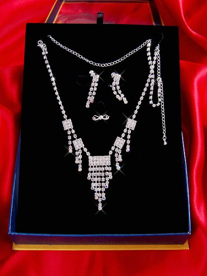 Necklace with matching earings X 034