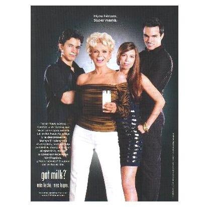 CHARYT�N GOYCO Y SUS HIJOS got milk? Milk Mustache Magazine Ad © 2008 SPANISH TEXT