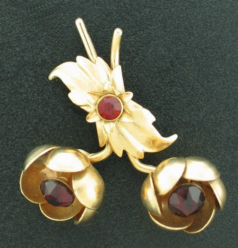 Red Rose Vintage Gold Tone and Rhinestone Pin Bro2088