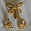 Trifari Stamped Gold Tone Ribbon Design Brooch and Earrings Set2033