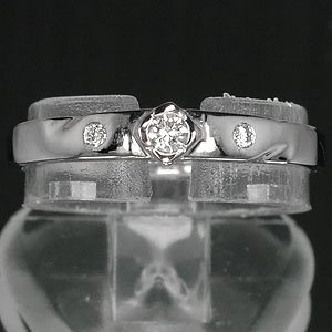 18K White Gold Ring with Natural Diamond