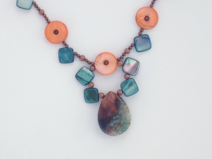 India Treasure Mother of Pearl Necklace