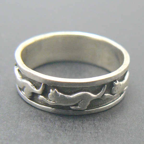 Playful Kitty Cats Sterling Silver Band Ring - (Size 6)