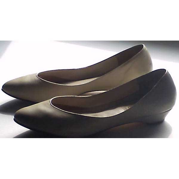"Shoes - beige leather flats - ""Faye"" by Bellini - size 8.5 M"