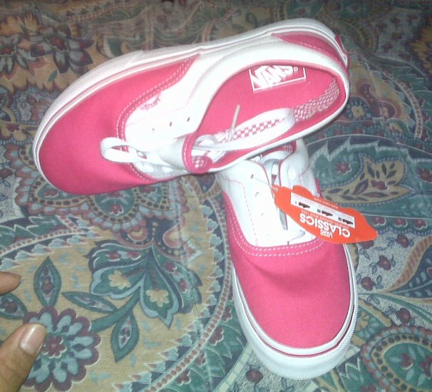 NEW PAIR OF GIRLS PINK & WHITE VANS With Tag