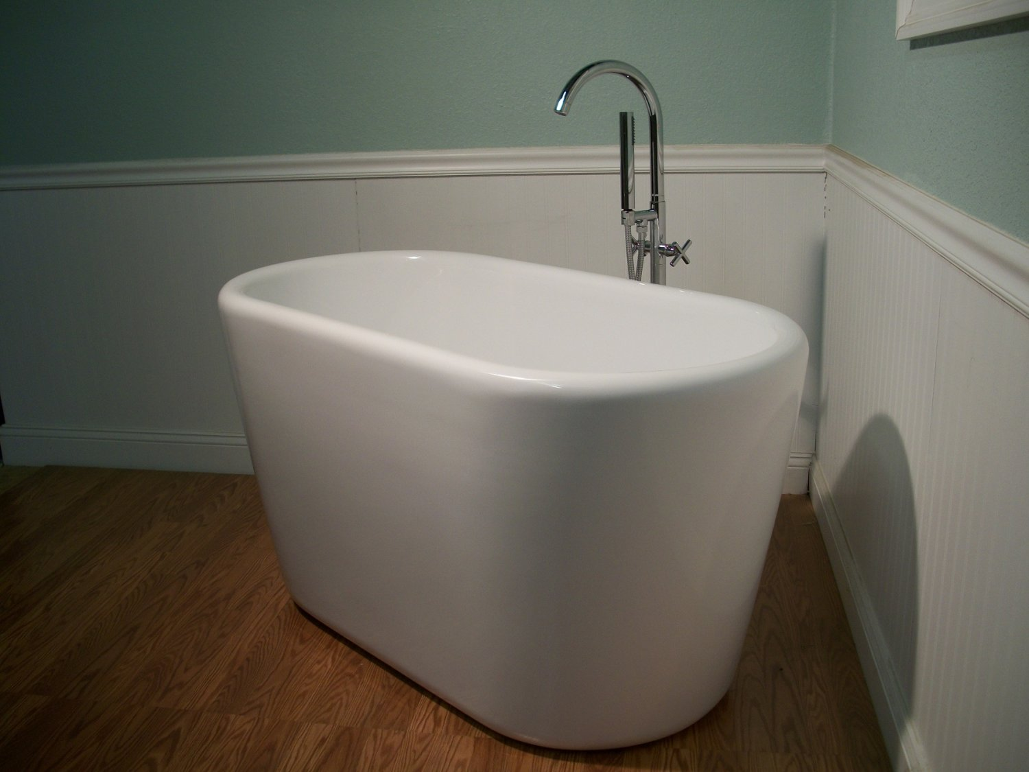 M-983 Japanese Soaking Bathtub and Faucet