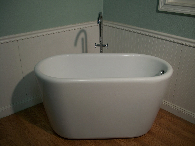 M-983 Japanese Soaking Bathtub and Faucet