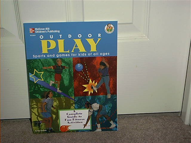 OUTDOOR PLAY BOOK SPORTS AND GAMES FOR KIDS OF ALL AGES BRAND NEW
